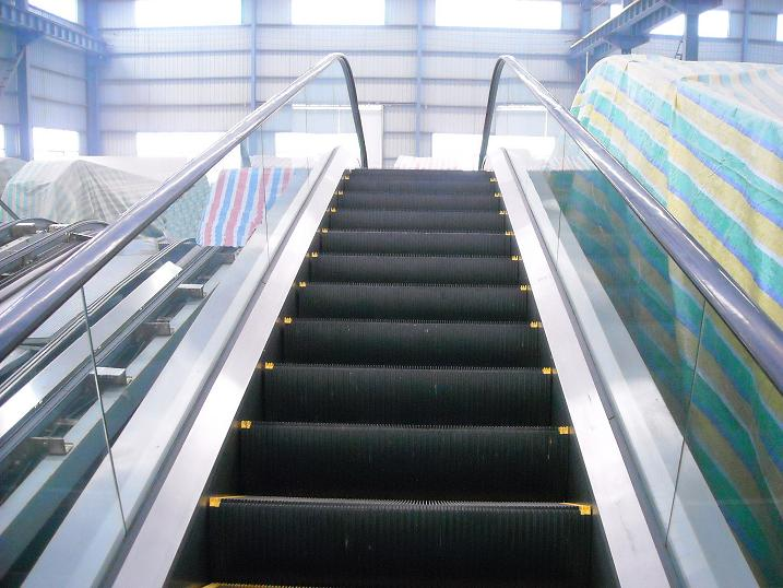 上海东芝电梯回收公司长期高价回收各类东芝牌电梯,东芝电梯是由东芝集团开发的一款电梯,东芝集团作为全球著名的企业集团,130年来以技术创新为企业发展的源动力,事业网络不断发展壮大。日本东芝电梯株式会社(简称TELC)于2001年由株式会社东芝的内部企业升降机系统公司和原东芝电梯株式会社统合而成,成立了新的东芝电梯株式会社。 统合后的日本东芝电梯株式会社建立了从升降机相关产品系统的开发到制造、安装、调试、维修服务的一条龙管理体制,为客户提供更优质的服务。对在亚洲地区的生产体制进行强化,通过事业和人才